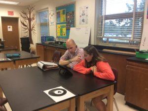 Mr Swanson avec étudiant