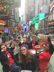 Frau Caldwell und Studenten in New York